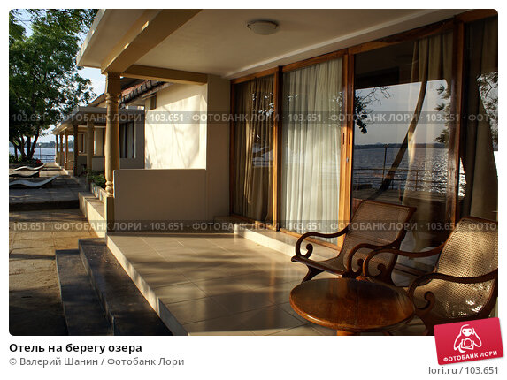 Купить «Отель на берегу озера», фото № 103651, снято 24 ноября 2017 г. (c) Валерий Шанин / Фотобанк Лори
