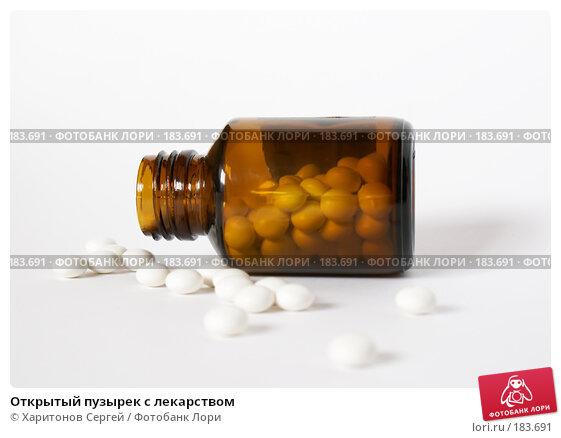Открытый пузырек с лекарством, фото № 183691, снято 22 января 2008 г. (c) Харитонов Сергей / Фотобанк Лори