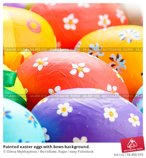 Painted easter eggs with bows background. Стоковое фото, фотограф Olena Mykhaylova / easy Fotostock / Фотобанк Лори