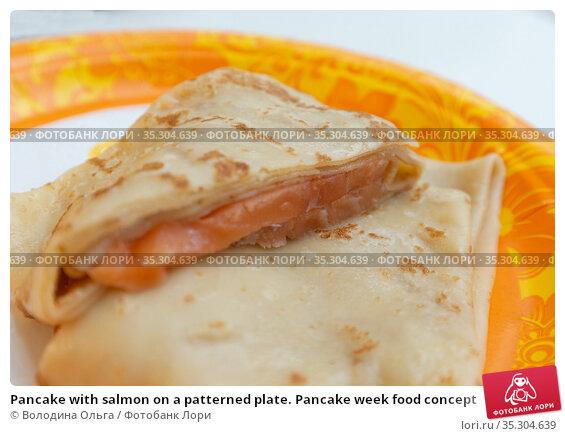 Pancake with salmon on a patterned plate. Pancake week food concept. Стоковое фото, фотограф Володина Ольга / Фотобанк Лори