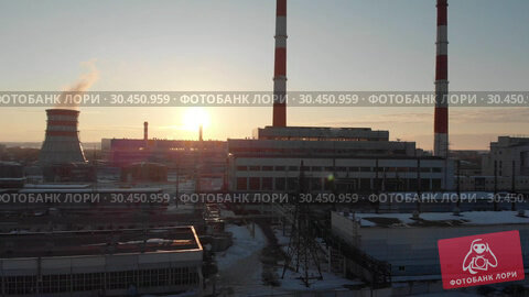 Panoramic view of manufacturing plant in the city. Стоковое видео, видеограф Константин Шишкин / Фотобанк Лори
