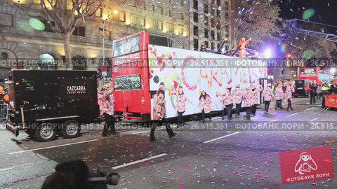 Купить «Parade cavalcade Three Kings around streets of Barcelona. Cabalgata de los Reyes Magos», видеоролик № 26515351, снято 5 января 2017 г. (c) Яков Филимонов / Фотобанк Лори