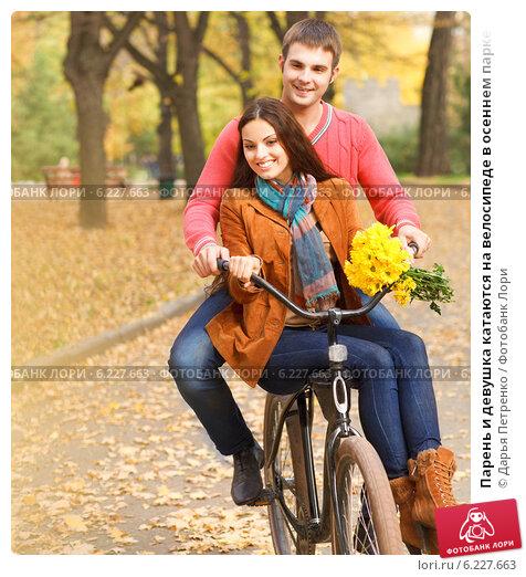 Парень и девушка на велосипеде фото 703-315