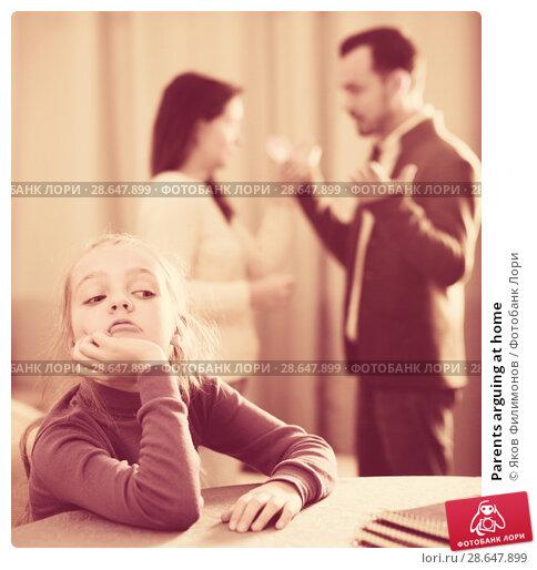 Купить «Parents arguing at home», фото № 28647899, снято 19 сентября 2018 г. (c) Яков Филимонов / Фотобанк Лори
