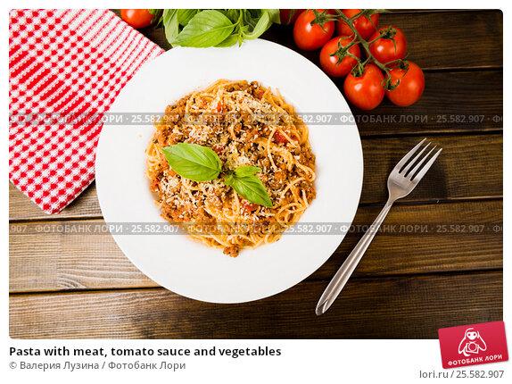 Купить «Pasta with meat, tomato sauce and vegetables», фото № 25582907, снято 4 декабря 2015 г. (c) Валерия Потапова / Фотобанк Лори