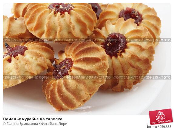 Печенье курабье на тарелке, фото № 259355, снято 1 марта 2008 г. (c) Галина Ермолаева / Фотобанк Лори