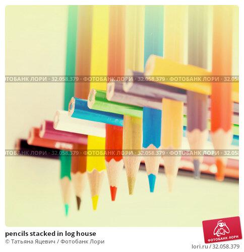 pencils stacked in log house. Стоковое фото, фотограф Татьяна Яцевич / Фотобанк Лори
