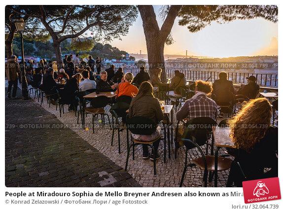People at Miradouro Sophia de Mello Breyner Andresen also known as Miradouro da Graca viewing point in Lisbon, Portugal. (2018 год). Редакционное фото, фотограф Konrad Zelazowski / age Fotostock / Фотобанк Лори