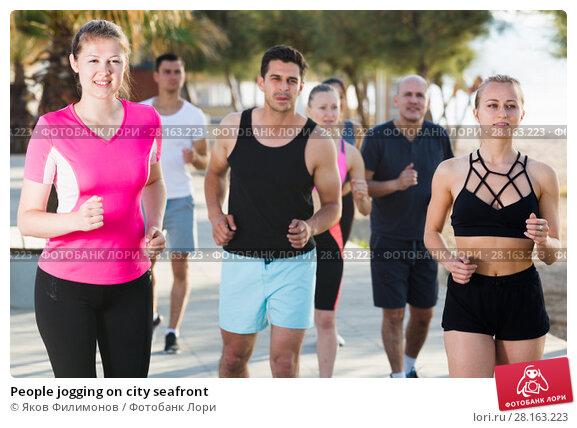 Купить «People jogging on city seafront», фото № 28163223, снято 14 июня 2017 г. (c) Яков Филимонов / Фотобанк Лори