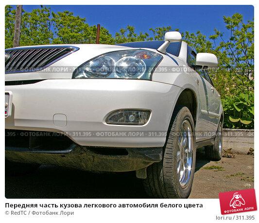 Передняя часть кузова легкового автомобиля белого цвета, фото № 311395, снято 4 июня 2008 г. (c) RedTC / Фотобанк Лори