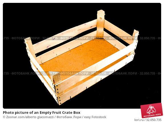 Photo picture of an Empty Fruit Crate Box. Стоковое фото, фотограф Zoonar.com/alberto giacomazzi / easy Fotostock / Фотобанк Лори