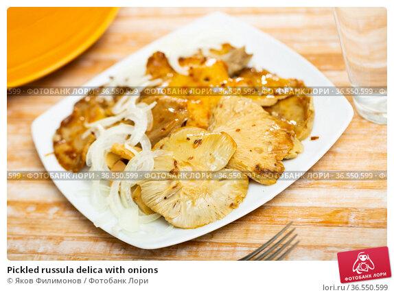 Pickled russula delica with onions. Стоковое фото, фотограф Яков Филимонов / Фотобанк Лори