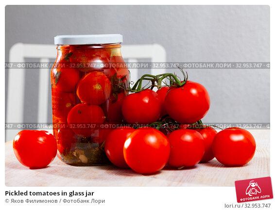 Pickled tomatoes in glass jar. Стоковое фото, фотограф Яков Филимонов / Фотобанк Лори