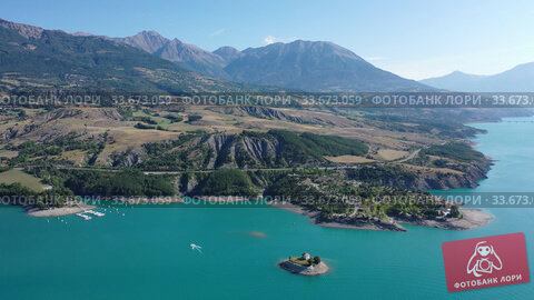 Купить «Picturesque landscape of Serre-Poncon Lake in French Alps», видеоролик № 33673059, снято 31 августа 2019 г. (c) Яков Филимонов / Фотобанк Лори