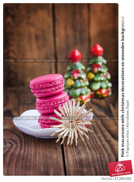 Купить «Pink macaroons with christmas decorations on woooden background», фото № 27204435, снято 13 ноября 2017 г. (c) Papoyan Irina / Фотобанк Лори