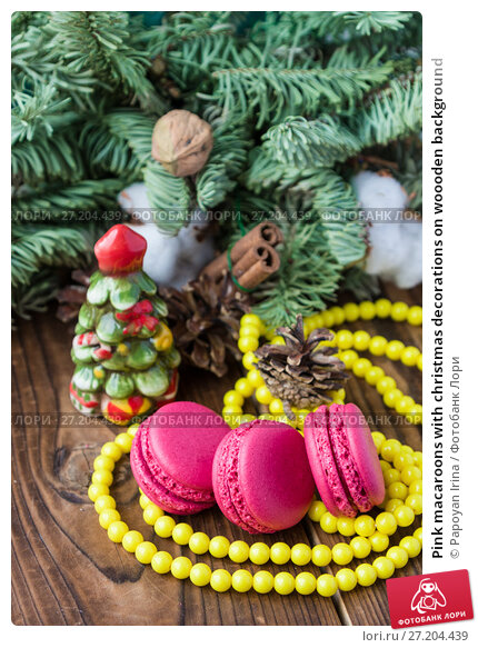 Купить «Pink macaroons with christmas decorations on woooden background», фото № 27204439, снято 13 ноября 2017 г. (c) Papoyan Irina / Фотобанк Лори
