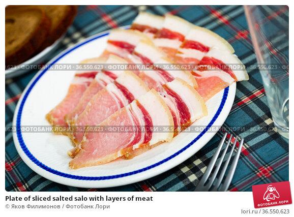 Plate of sliced salted salo with layers of meat. Стоковое фото, фотограф Яков Филимонов / Фотобанк Лори