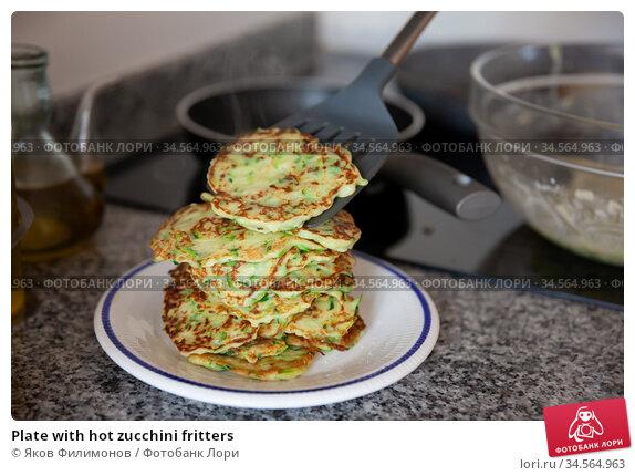 Plate with hot zucchini fritters. Стоковое фото, фотограф Яков Филимонов / Фотобанк Лори