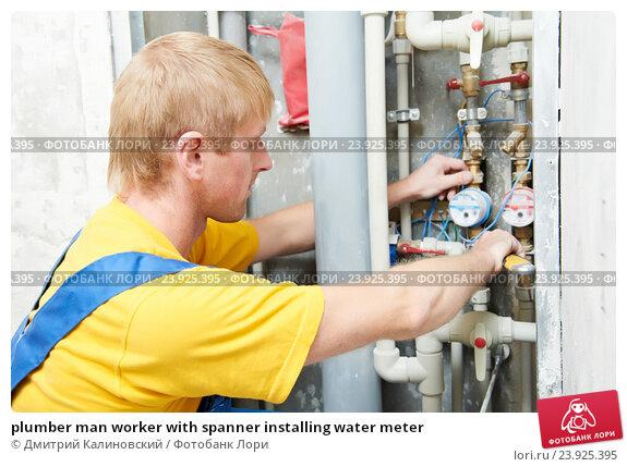 plumber man worker with spanner installing water meter. Стоковое фото, фотограф Дмитрий Калиновский / Фотобанк Лори