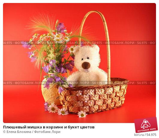 Плюшевый мишка в корзине и букет цветов, фото № 54975, снято 22 июня 2007 г. (c) Елена Блохина / Фотобанк Лори