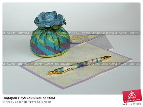 Подарок с ручкой и конвертом, фото № 52999, снято 21 июля 2017 г. (c) Игорь Соколов / Фотобанк Лори