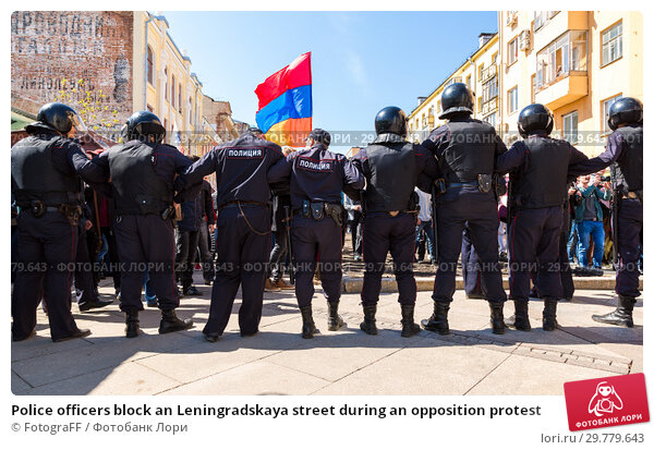 Купить «Police officers block an Leningradskaya street during an opposition protest», фото № 29779643, снято 5 мая 2018 г. (c) FotograFF / Фотобанк Лори