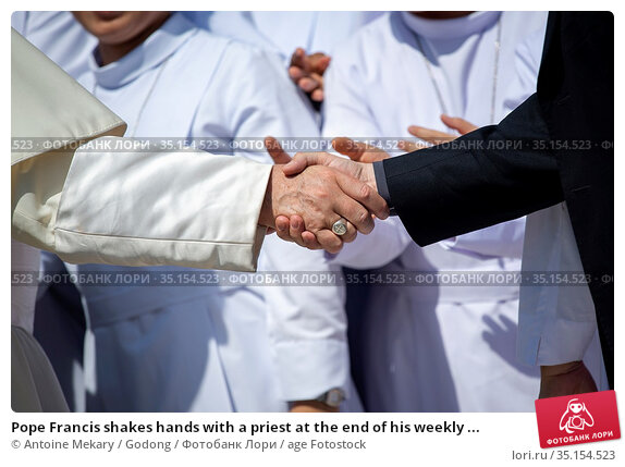Pope Francis shakes hands with a priest at the end of his weekly ... Стоковое фото, фотограф Antoine Mekary / Godong / age Fotostock / Фотобанк Лори