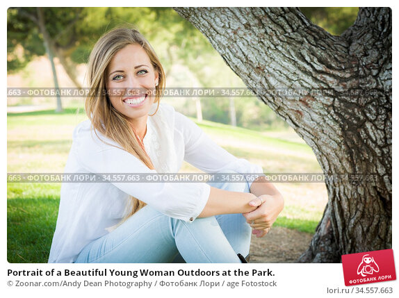 Portrait of a Beautiful Young Woman Outdoors at the Park. Стоковое фото, фотограф Zoonar.com/Andy Dean Photography / age Fotostock / Фотобанк Лори