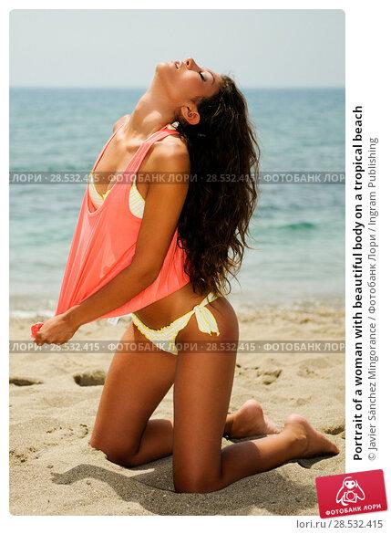 Купить «Portrait of a woman with beautiful body on a tropical beach», фото № 28532415, снято 30 июля 2012 г. (c) Ingram Publishing / Фотобанк Лори