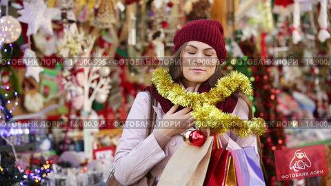 Купить «Portrait of female customer near counter with Christmas gifts», видеоролик № 14900995, снято 2 декабря 2015 г. (c) Яков Филимонов / Фотобанк Лори