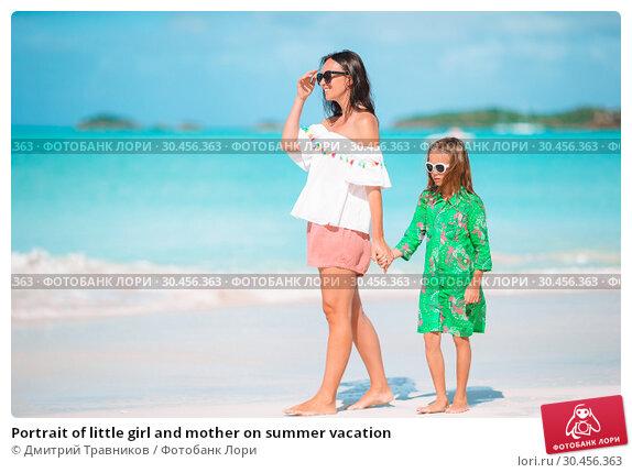 Portrait of little girl and mother on summer vacation. Стоковое фото, фотограф Дмитрий Травников / Фотобанк Лори