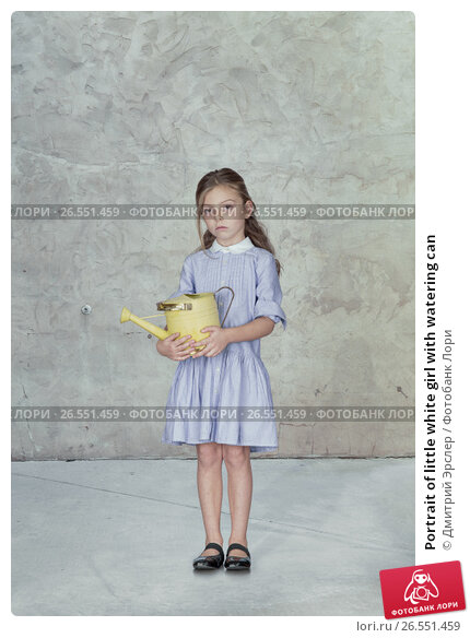 Portrait of little white girl with watering can, фото № 26551459, снято 13 декабря 2014 г. (c) Дмитрий Эрслер / Фотобанк Лори