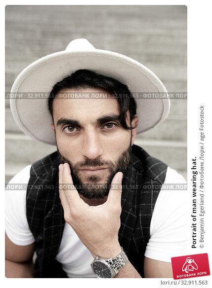 Portrait of man wearing hat. Стоковое фото, фотограф Benjamin Egerland / age Fotostock / Фотобанк Лори