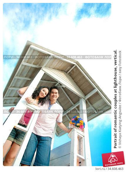 Portrait of romantic couples at lighthouse, vertical. Стоковое фото, фотограф Vichaya Kiatying-Angsulee / easy Fotostock / Фотобанк Лори