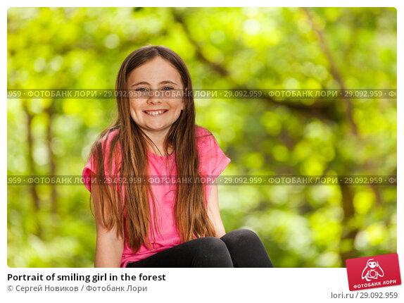 Купить «Portrait of smiling girl in the forest», фото № 29092959, снято 21 мая 2018 г. (c) Сергей Новиков / Фотобанк Лори