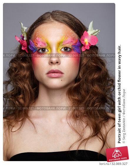 Portrait of teen girl with orchid flower in wavy hair. Стоковое фото, фотограф Serg Zastavkin / Фотобанк Лори