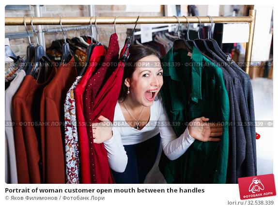 Купить «Portrait of woman customer open mouth between the handles», фото № 32538339, снято 17 января 2018 г. (c) Яков Филимонов / Фотобанк Лори