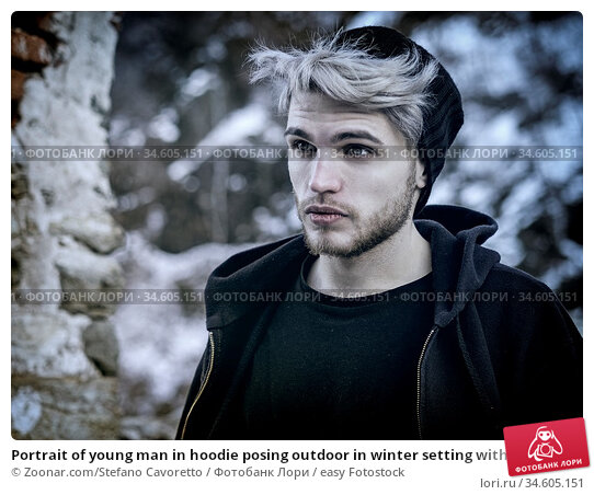 Portrait of young man in hoodie posing outdoor in winter setting with... Стоковое фото, фотограф Zoonar.com/Stefano Cavoretto / easy Fotostock / Фотобанк Лори