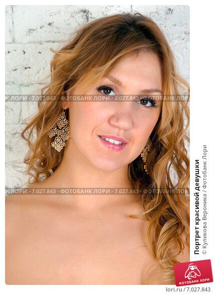 Купить «Портрет красивой девушки», эксклюзивное фото № 7027843, снято 17 декабря 2014 г. (c) Куликова Вероника / Фотобанк Лори