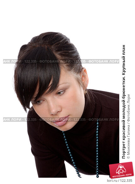 Портрет красивой молодой брюнетки. Крупный план, фото № 122335, снято 28 октября 2007 г. (c) Моисеева Галина / Фотобанк Лори