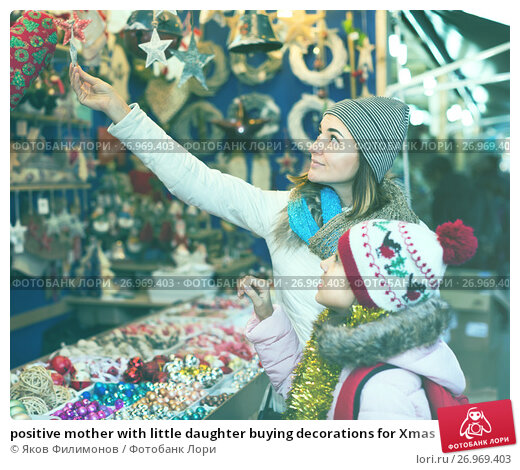 Купить «positive mother with little daughter buying decorations for Xmas», фото № 26969403, снято 19 ноября 2017 г. (c) Яков Филимонов / Фотобанк Лори