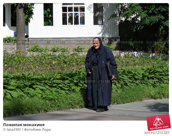 Пожилая монахиня, эксклюзивное фото № 213327, снято 23 июня 2007 г. (c) lana1501 / Фотобанк Лори