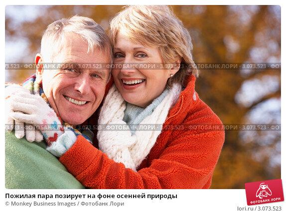 Пожилая пара позирует на фоне осенней природы, фото № 3073523, снято 12 ноября 2008 г. (c) Monkey Business Images / Фотобанк Лори