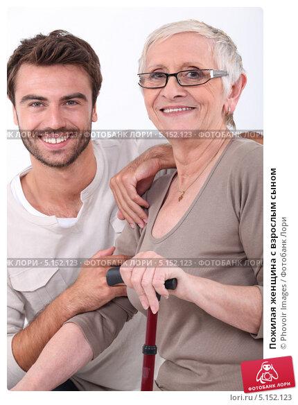 молодой парень и пожилая мама друга смотреть онлайн