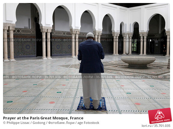 Prayer at the Paris Great Mosque, France. Стоковое фото, фотограф Philippe Lissac / Godong / age Fotostock / Фотобанк Лори