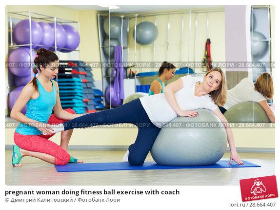 Купить «pregnant woman doing fitness ball exercise with coach», фото № 28664407, снято 3 марта 2017 г. (c) Дмитрий Калиновский / Фотобанк Лори