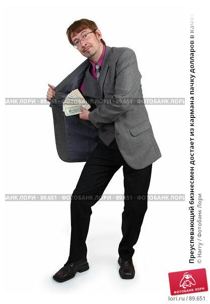 Преуспевающий бизнесмен достает из кармана пачку долларов в качестве прибыли, фото № 89651, снято 21 июня 2007 г. (c) Harry / Фотобанк Лори