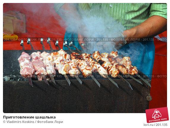Приготовление шашлыка, фото № 201135, снято 29 сентября 2007 г. (c) Vladimirs Koskins / Фотобанк Лори