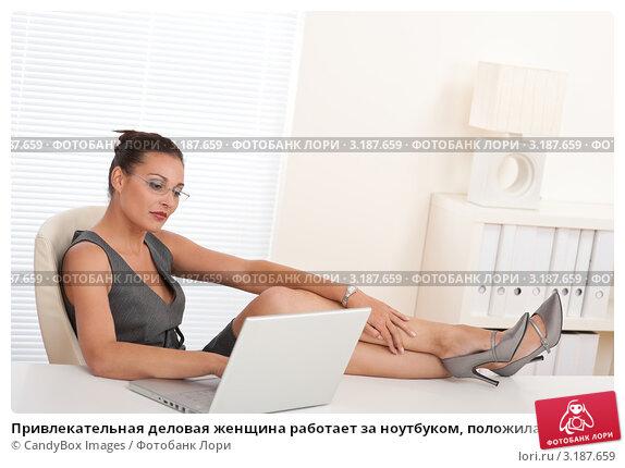 Ноги женщины под столом фото 229-142