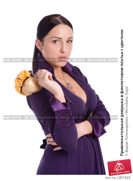 Привлекательная девушка в фиолетовом платье с цветком, фото № 287823, снято 8 мая 2008 г. (c) Вадим Пономаренко / Фотобанк Лори